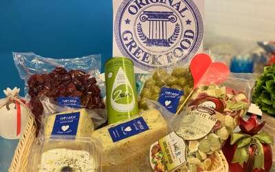 Идея для подарка: корзина греческих продуктов от «Сиртаки»