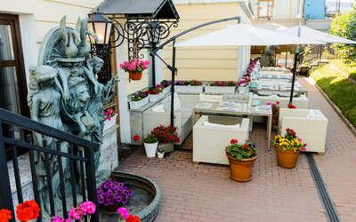 Летняя веранда ресторана «Форте Маре» ждёт гостей