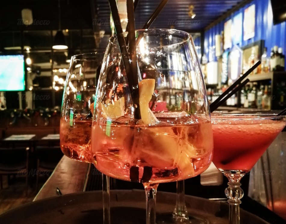Пятница — пора расслабиться: все крепкие коктейли 1+1