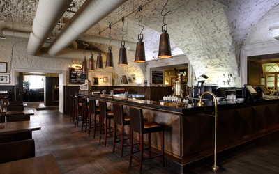 Банкетный зал ресторана Строганов Стейк Хаус (Stroganoff Steak House) на Конногвардейском бульваре