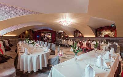 Банкетный зал ресторана LA RUSS (бывш. НЭП) на набережной реки Мойки