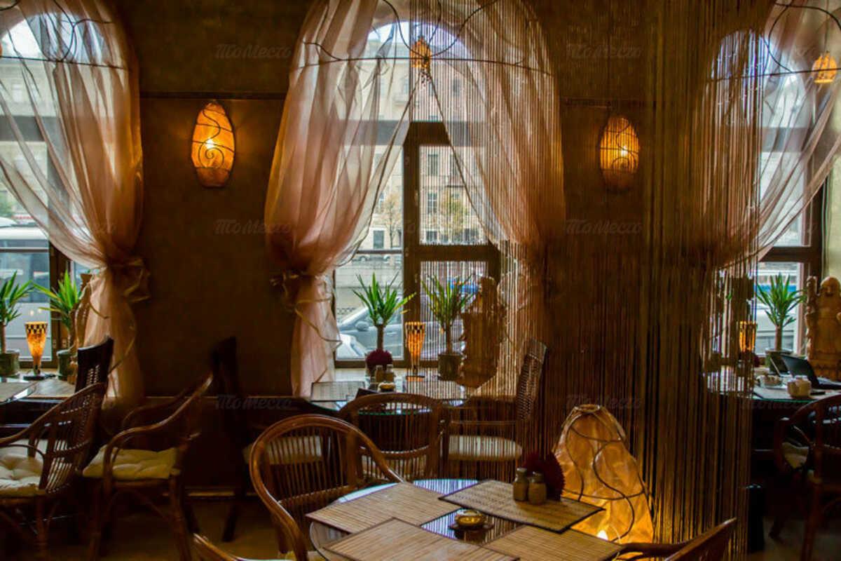 Кафе Рубаи на набережной реки Фонтанки