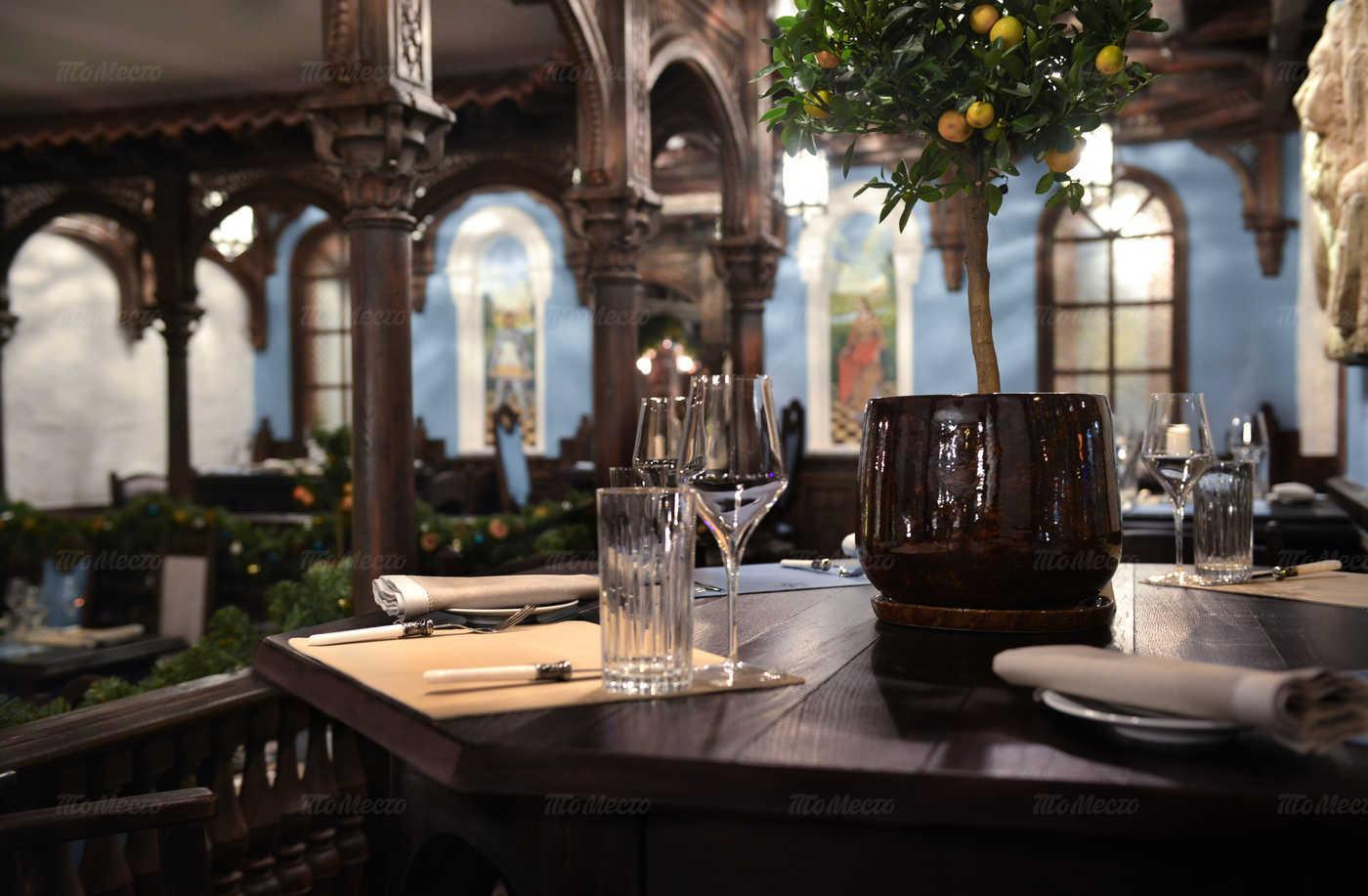 Ресторан Мадридский двор на Суворовском проспекте фото 3