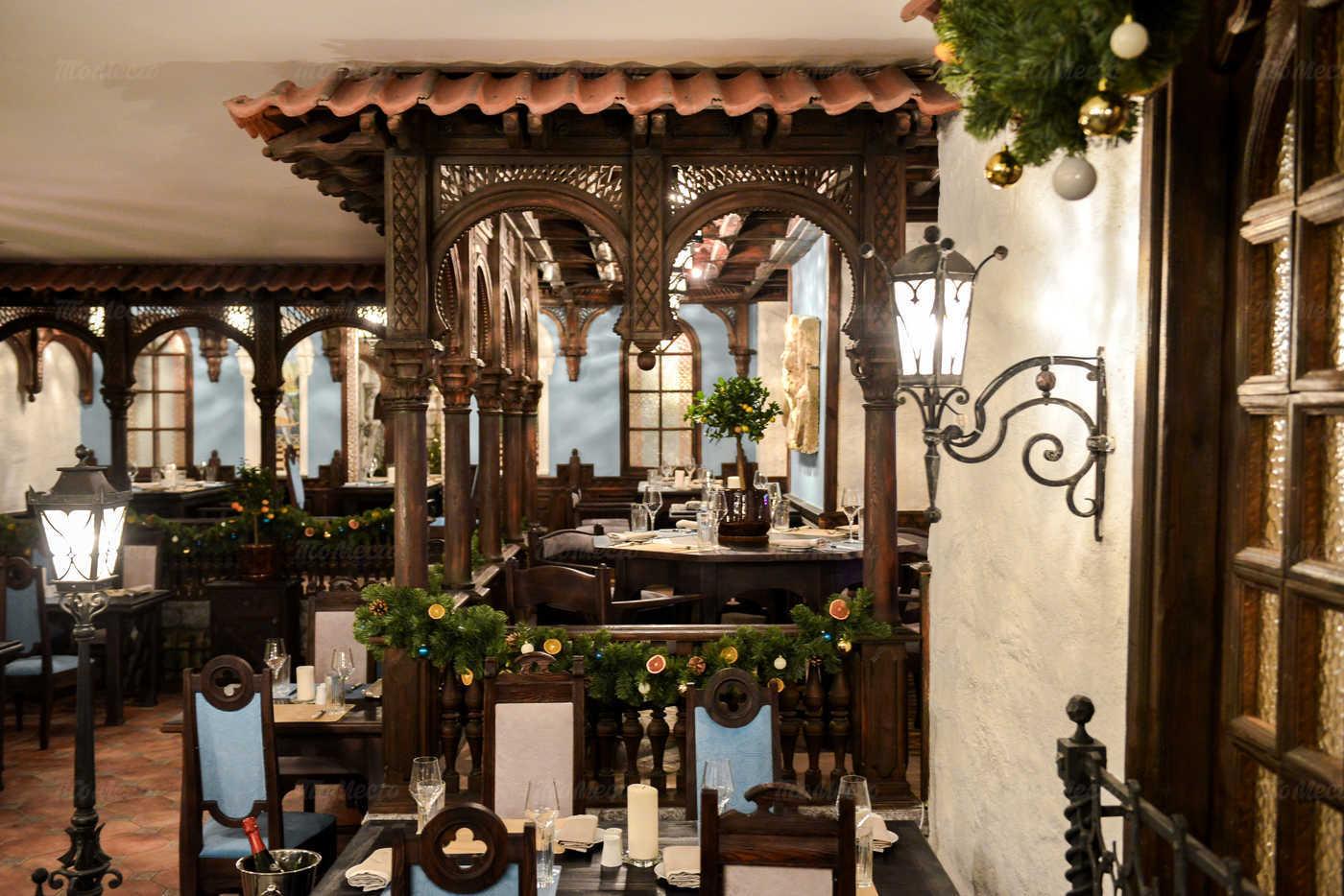 Ресторан Мадридский двор на Суворовском проспекте фото 5