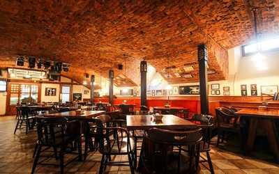 Банкетный зал бара, паба, пивного ресторана, стейк-хауса Джеймс Кук (James Cook) в Шведском переулке