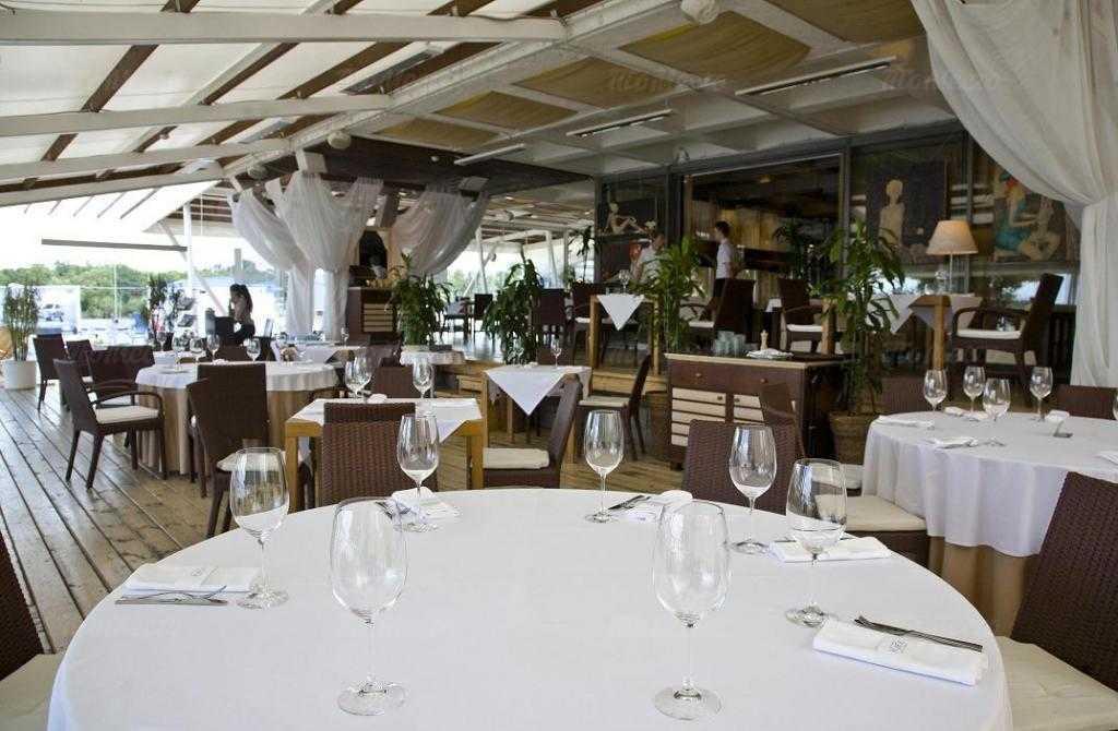 Банкетный зал ресторана More. Yachts & Seafood в Петровской косе фото 4