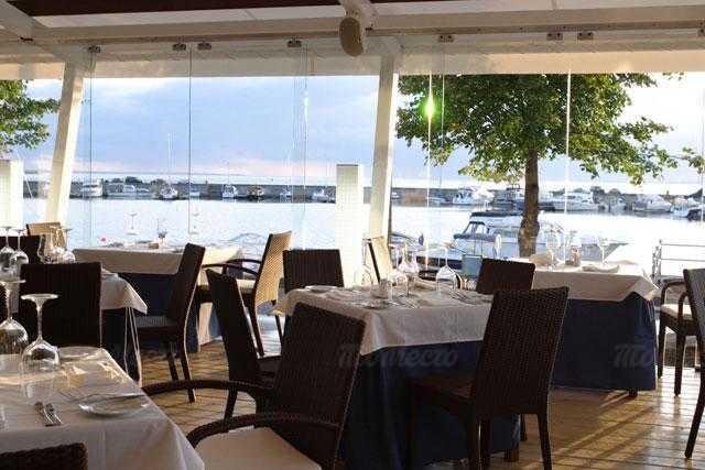 Ресторан More. Yachts & Seafood в Петровской косе