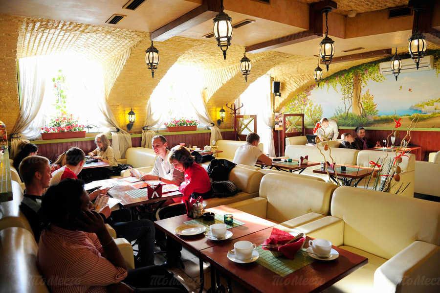 Ресторан Viva la vita (Вива Ла Вита) на набережной реки Фонтанки
