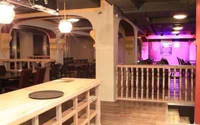 Банкетный зал пивного ресторана Бирстайн (Beerstein) на Гаккелевской улице фото 3