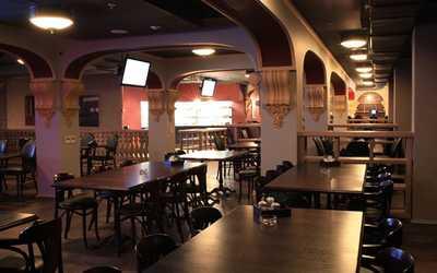 Банкетный зал пивного ресторана Бирстайн (Beerstein) на Гаккелевской улице фото 2