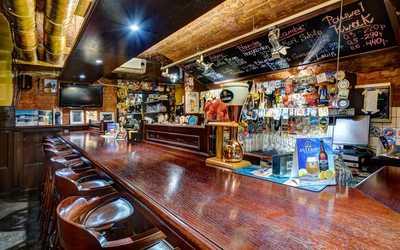 Банкетный зал пивного ресторана Квакинн (KwakInn) на Большом проспекте Васильевского острова