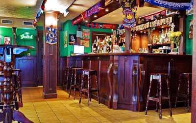 Банкетный зал бара, паба Old Dogs Irish Bar на Садовой улице