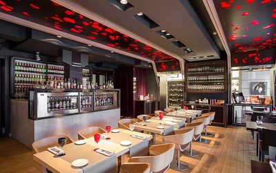 Банкетный зал ресторана Simple Wine на набережной реки Фонтанки