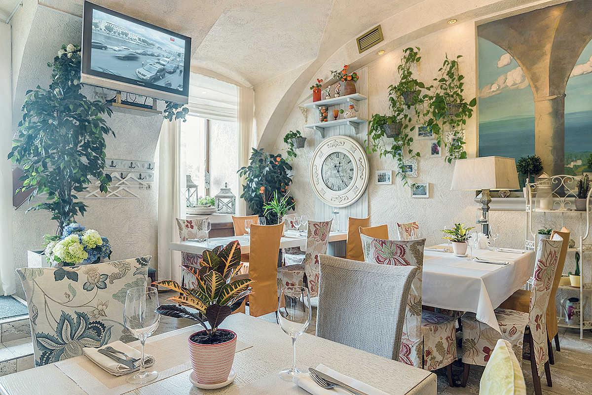Ресторан Палермо (Palermo) на набережной реки Фонтанки
