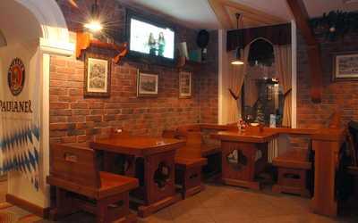 Банкетный зал паба, пивного ресторана Бир Кениг (Пивной король) на Гороховой улице
