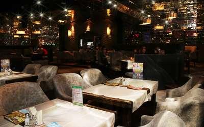 Банкетный зал пивного ресторана Мюнхель (Munhell) на проспекте Энгельса