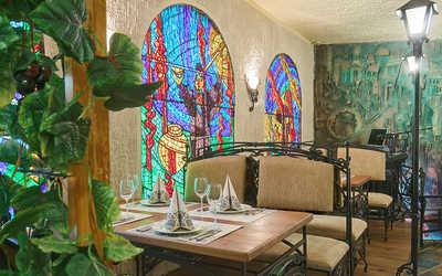 Банкетный зал бара, кафе, ресторана Пиросмани на Большом проспекте П.С.