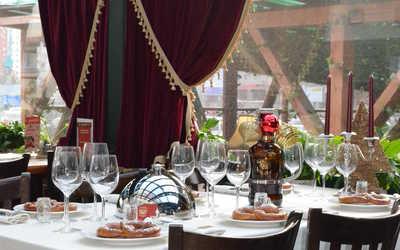 Банкетный зал паба, пивного ресторана, ресторана Максимилиан Браухаус (Maximilian Brauhaus) на улице Савушкиной