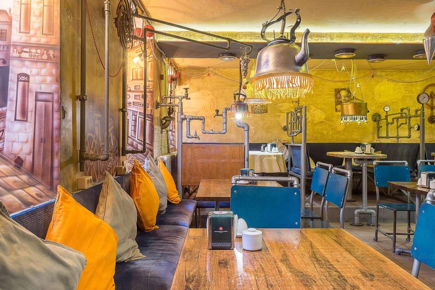 Кафе Заводные яйца на Фурштатской улице