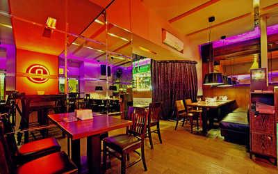 Банкетный зал бара, кафе Cafe People (Кафе Пипл) на Итальянской улице фото 2