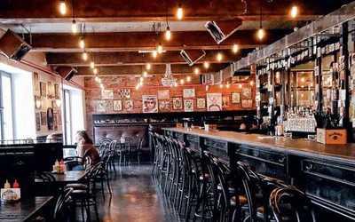 Банкетный зал бара Rolling Stone Bar на Болотной набережной