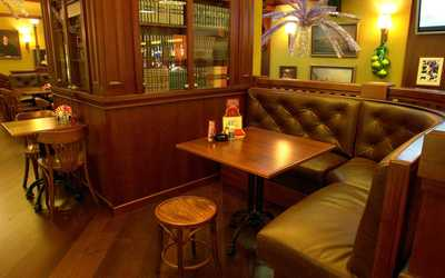 Банкетный зал паба, пивного ресторана Темпл Бар (Temple Bar) на Ладожской улице