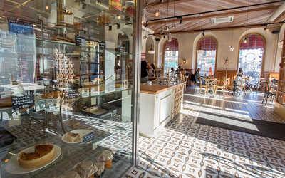 Банкетный зал бара, кафе, ресторана Библиотека (Biblioteka) на Невском проспекте фото 1