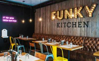 Банкетный зал бара, ресторана Funky Kitchen (Фанки Китчен) на Малом проспекте П.С.