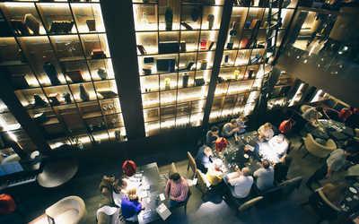 Банкетный зал бара, ресторана PMIbar на набережной реки Мойки