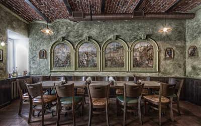 Банкетный зал бара, пивного ресторана КабанчикЪ на Рождественской улице