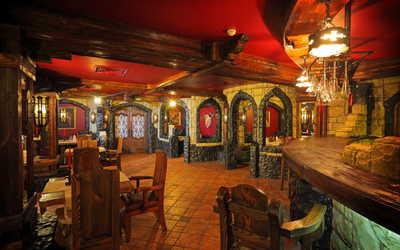Банкетный зал ночного клуба, ресторана Кардинал на проспекте Энгельса