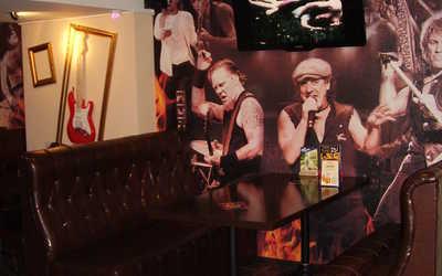 Банкетный зал бара, паба, пивного ресторана Rock Pub на проспекте Пятилеток