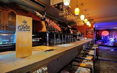 Банкетный зал бара, ресторана GYPSY BAR&GRILL на Литейном проспекте