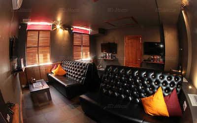 Банкетный зал бара ROYAL SMOKE на улице Восстания
