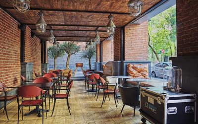 Банкетный зал бара, ресторана FF Bar на улице Тимура Фрунзе фото 1