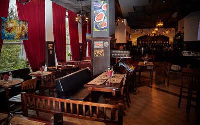Банкетный зал паба, пивного ресторана Frau Muller (Фрау Мюллер) на улице 8 Марта