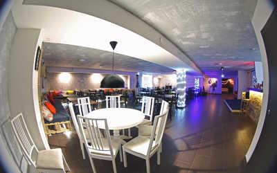 Банкетный зал кафе Best Days cafe на улице Германа Лопатина