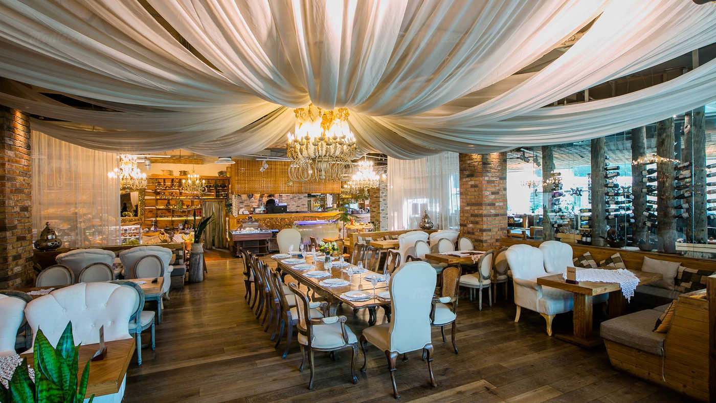 Ресторан Гуси-Лебеди на Коломяжском проспекте