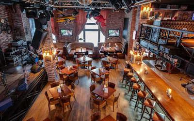 Банкетный зал паба Hop Head Craft Beer Pub на улице Фридриха Энгельса