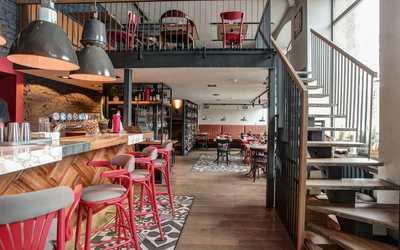 Банкетный зал бара, ресторана Компания в Ординарной