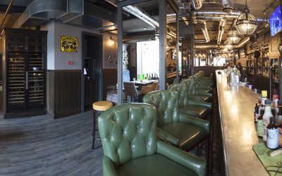 Банкетный зал паба, ресторана Queen V (Куин В) на Краснохолмской набережной