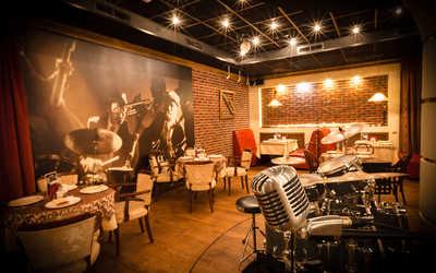 """Банкетный зал ресторана Jazz-café """"Старый рояль"""" на проспекте Ямашева"""