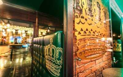 Банкетный зал паба Сибирская корона на Невском проспекте