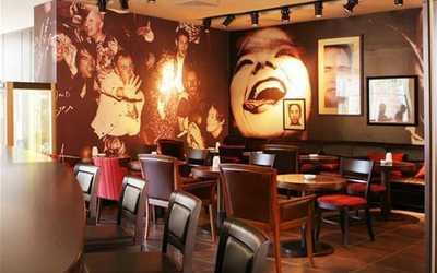 Банкетный зал ресторана Famous (Феймос) на Будённовском проспекте фото 1