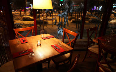 Банкетный зал бара, кафе, ресторана Marrone Pizza & Grill на Ленинском проспекте