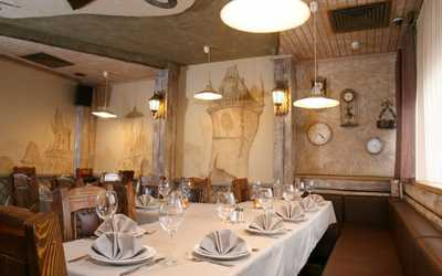 Банкетный зал ресторана Старое место на улице Мадояна фото 2