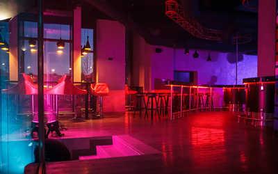 Банкетный зал  Get Lucky Bar на площади Конституции