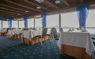 Банкетный зал ресторана Круиз на улице Кировской дамба фото 1