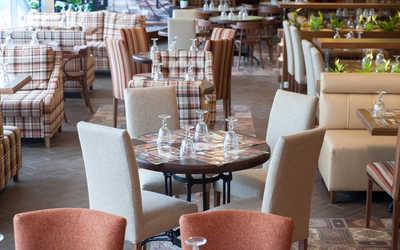 Банкетный зал пивного ресторана, ресторана Рулька на улице Оптиков