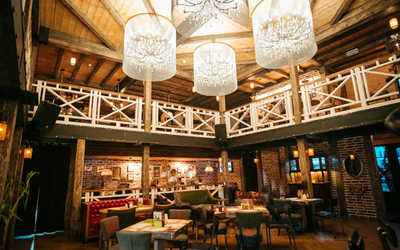 Банкетный зал пивного ресторана Место встречи на улице Композиторов
